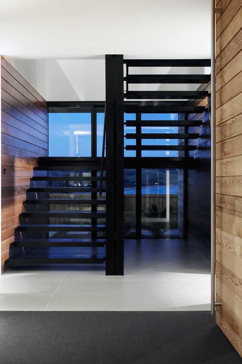 An Elegant Touch With Black Stairs In Modern Homes (5)