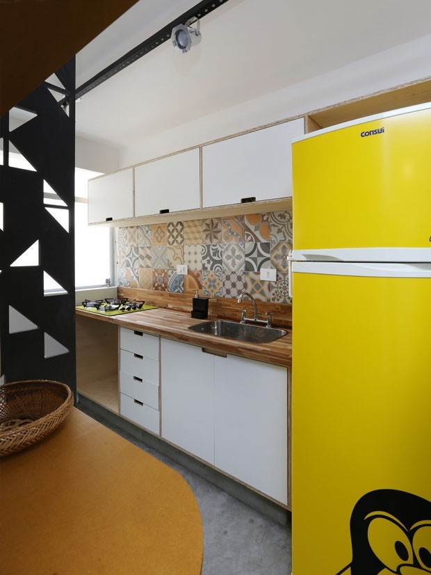 small kitchen design ideas with bright hues